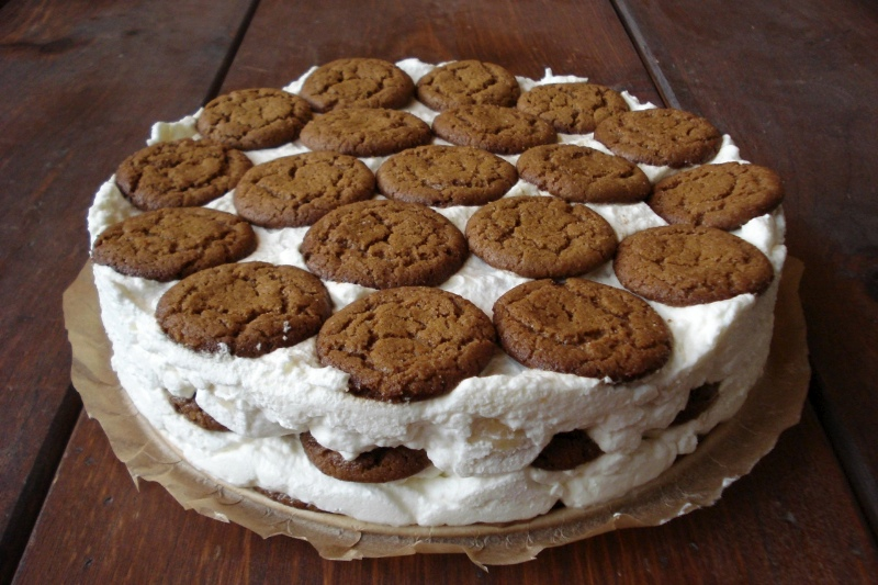 Banana-Whipped Cream Refrigerator Cake